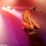 Lulu Hughes, émue après avoir interprété la chanson Smile.